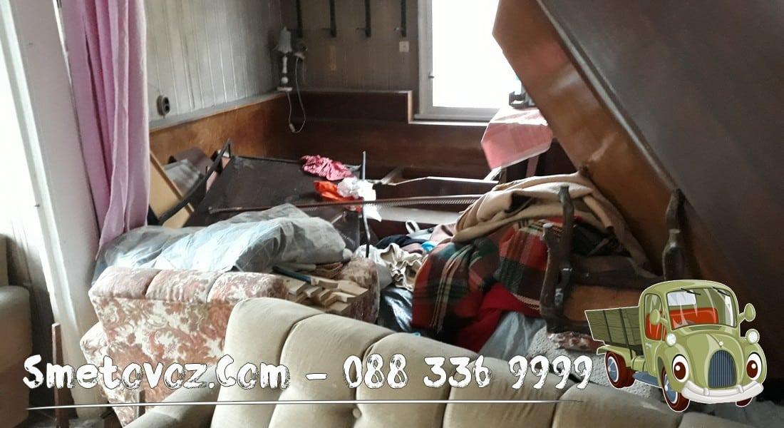 Камион изхвърля мебели от апартамент Лозенец