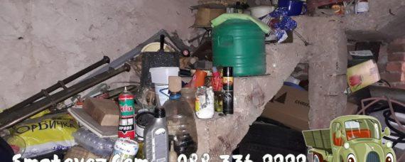Бригада в квартал Хладилника опразва къща с отпадъци