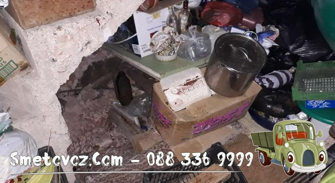 Екип изхвърля метали от мазе Суходол