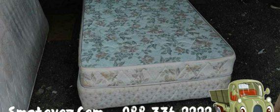 Фирми изхвърля мебели от апартамент Враня