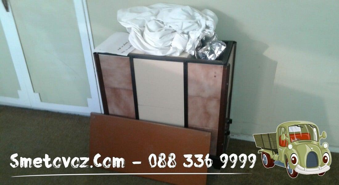 Сметовози в Зона Б 5 за демонтаж извозва изнася шкаф